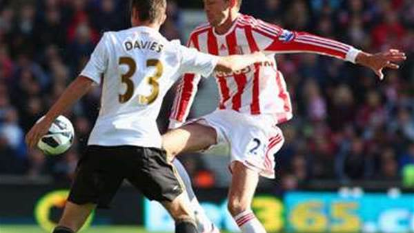 Pulis Talks Up In-Form Crouch