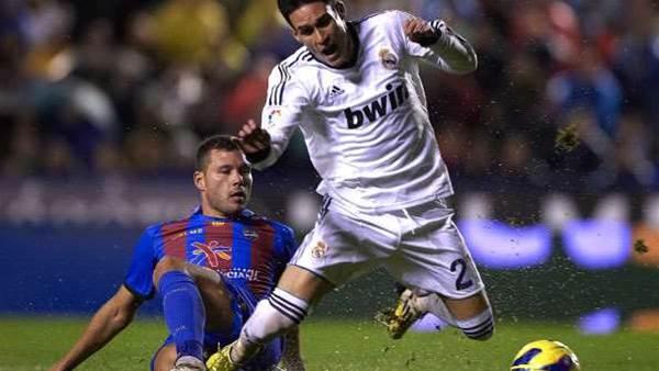 Albiol: Lay Off Navarro