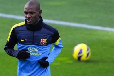 Barca will not rush Abidal