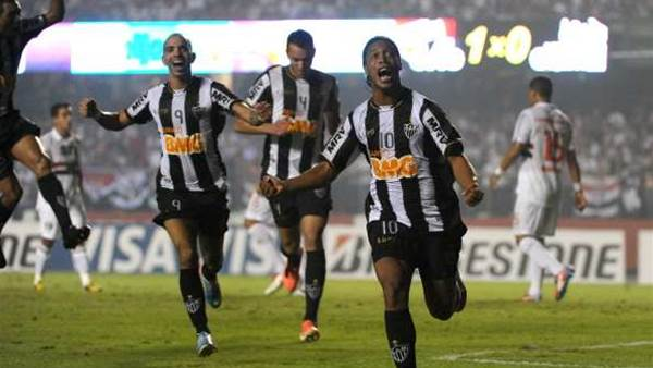 Besiktas in Ronaldinho bid