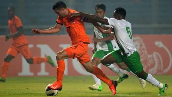 Van Persie celebrates Dutch captaincy