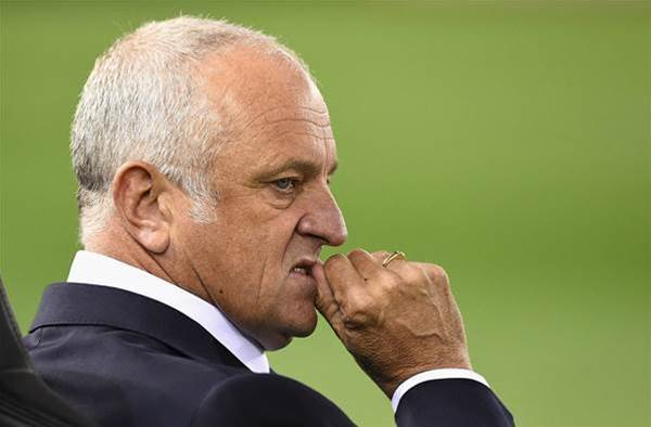 Arnold dismisses Roos rumours