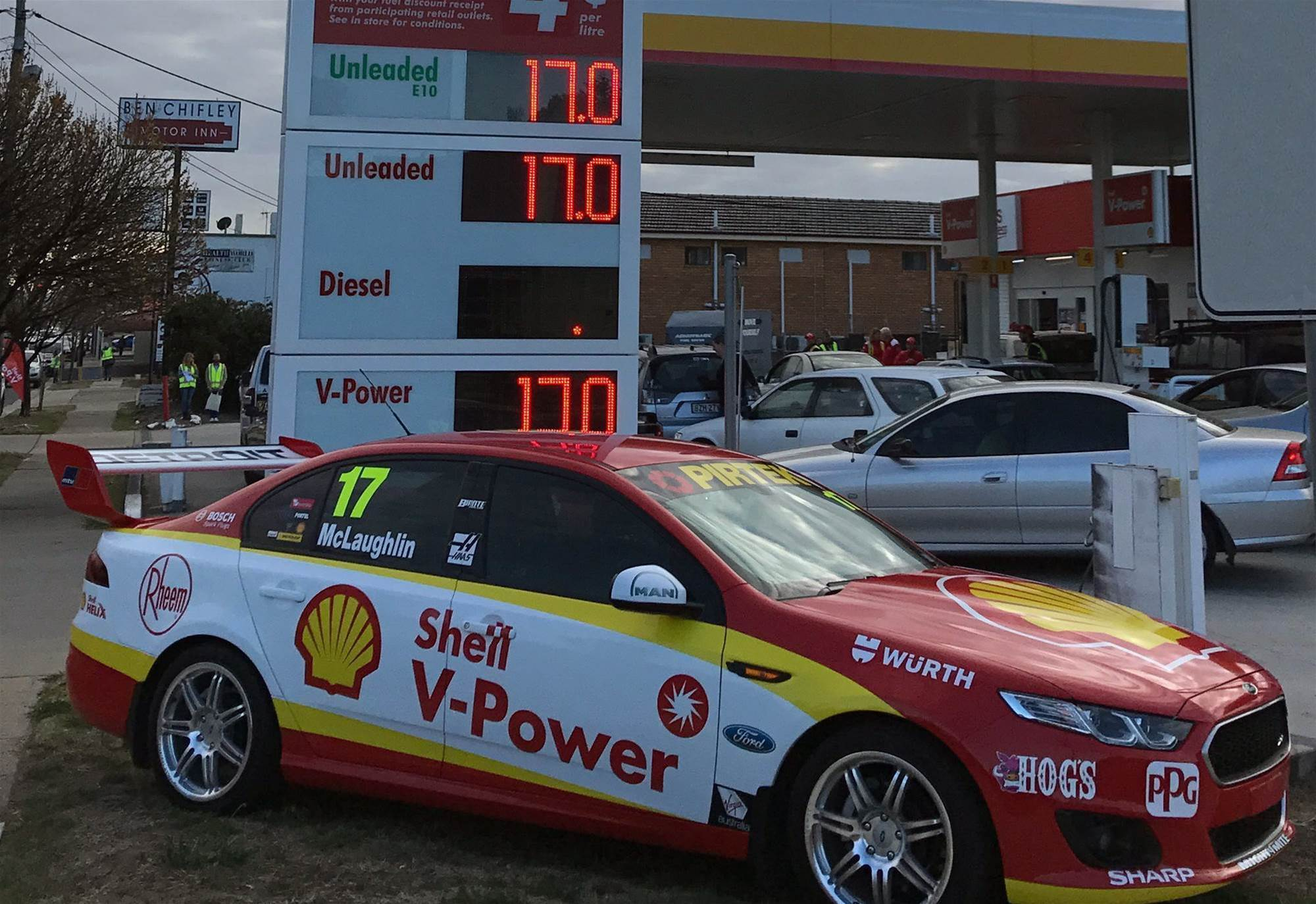 Fuel at 1967 prices as Johnson celebrates 50th year with Shell