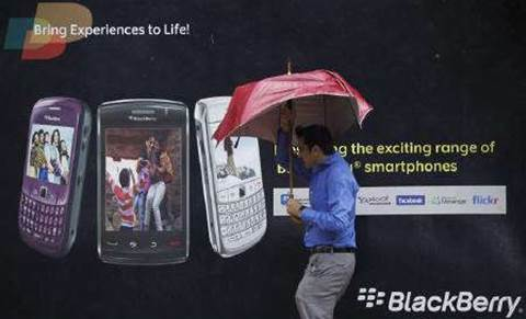 Analysis: BlackBerry under attack in corporate cradle