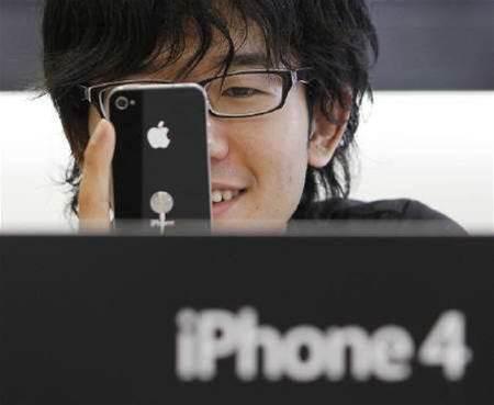 Apple building cheaper 8GB iPhone 4