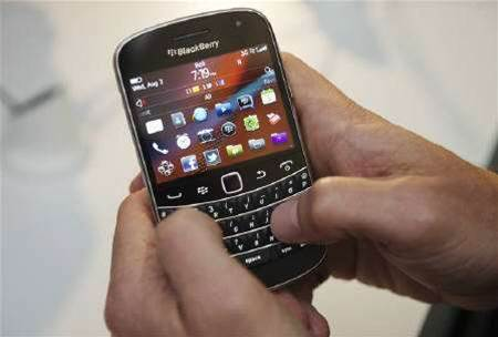 RIM gives free apps to appease BlackBerry users