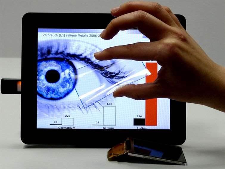 Scientists show off cheap plastic touchscreen
