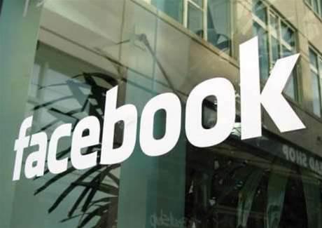 Facebook accused of Google smear campaign