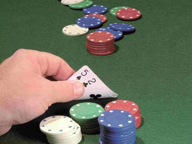 FBI shutdowns spark crisis for online poker