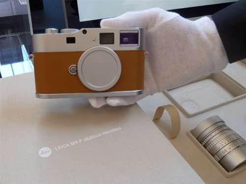 Leica M9-P Edition Hermes hands off