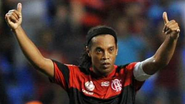 Ronaldinho Signs With Atletico Mineiro