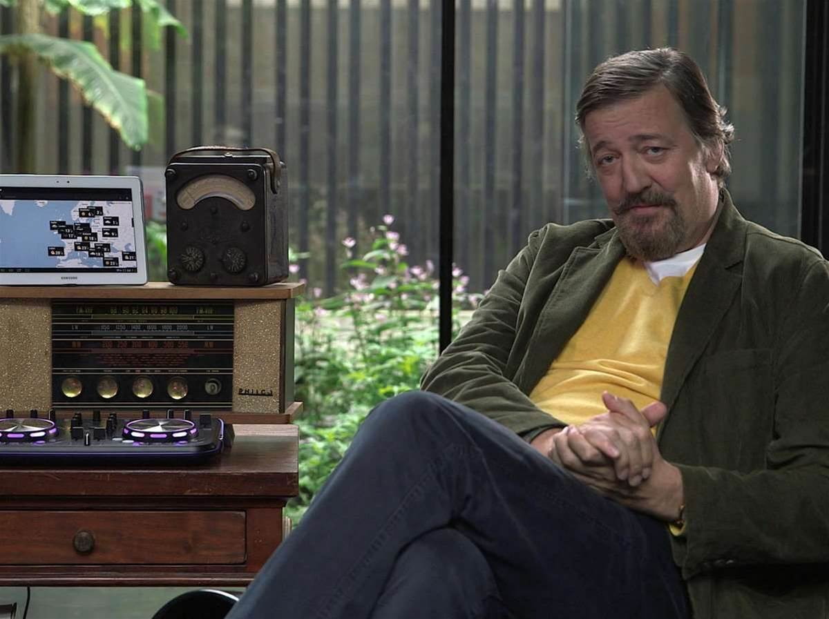 "Stephen Fry: Apple being top dog is ""slightly disconcerting"""