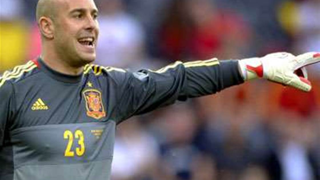 Reina perfect for Barca, says father