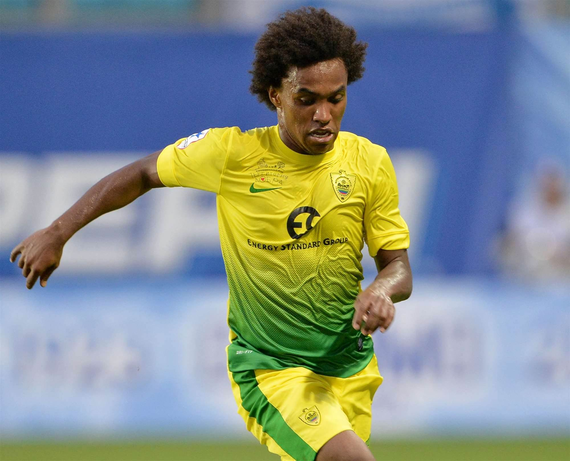 Willian ready to fight for Chelsea place