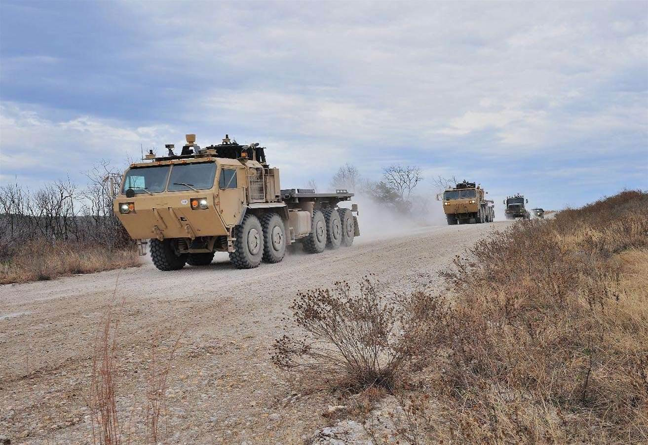 Video: US Army tests driverless convoys