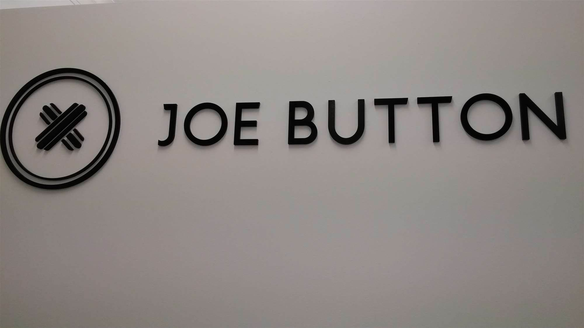 Tailor Joe Button melds online ordering with bricks and mortar