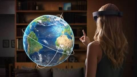 Developers offered $500,000 grants to find HoloLens uses