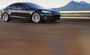 US probes fatal crash in Tesla set to driverless mode