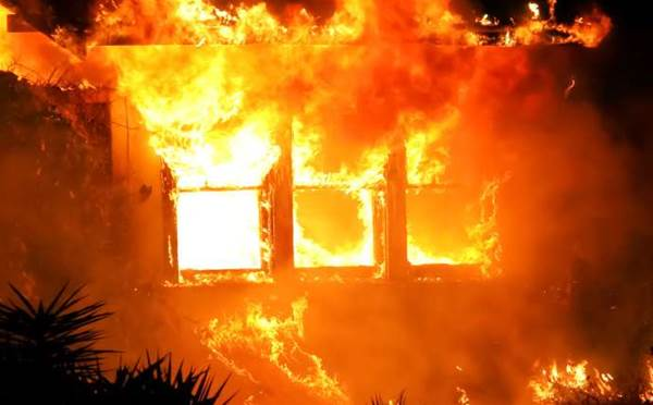 Fire rages at Telstra exchange in Melbourne