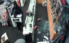 Police hunt Harvey Norman thieves