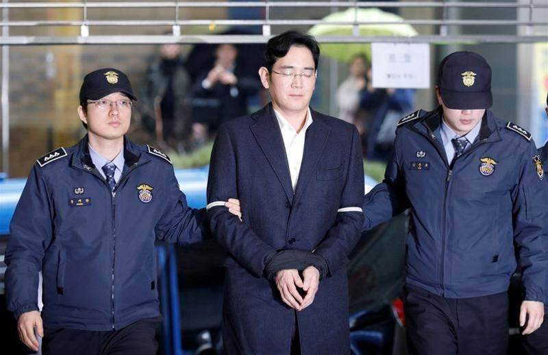 Samsung boss denies all charges as trial begins