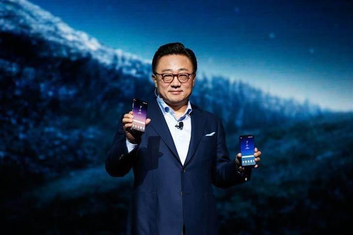 Samsung unveils Galaxy S8