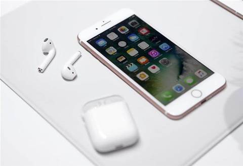 Poor demand for iPhone 8 drags down Apple shares