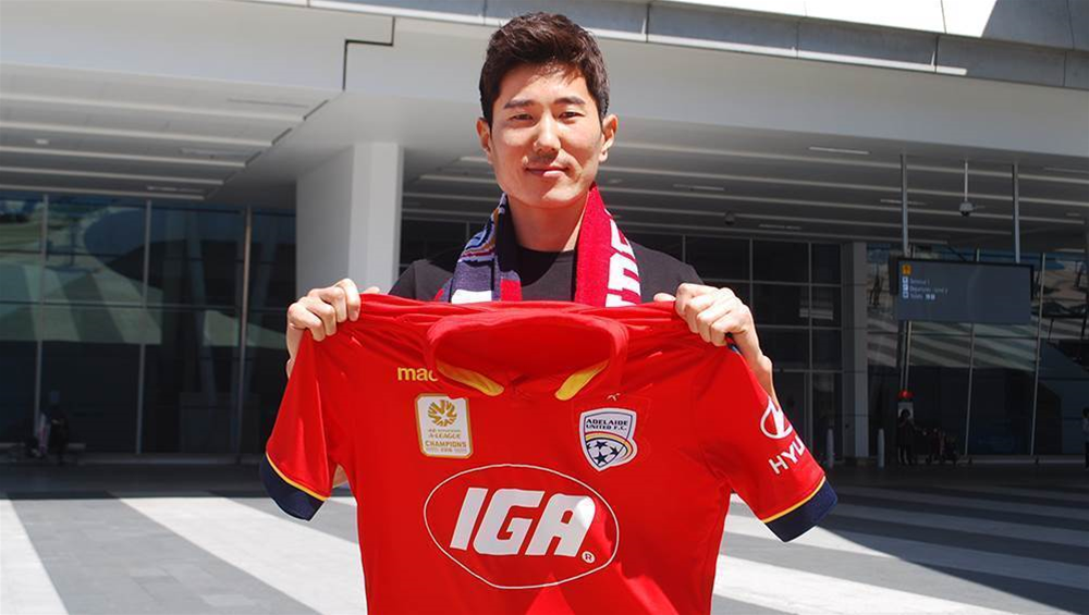 Reds sign  former Korean international