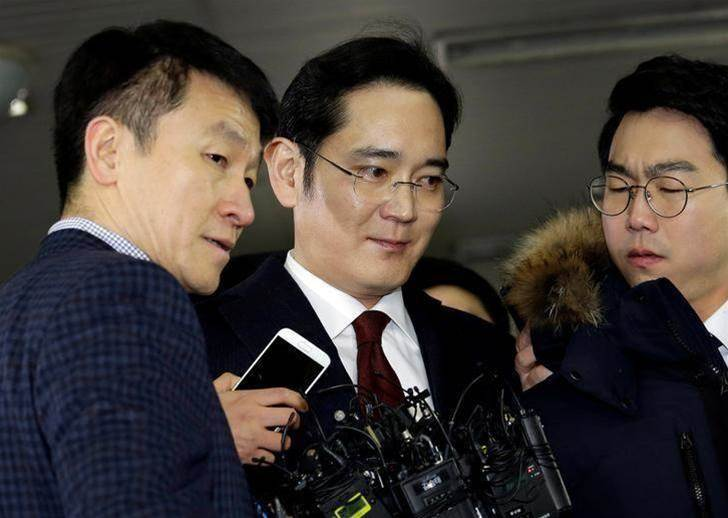 Samsung chief spends night in cell after arrest
