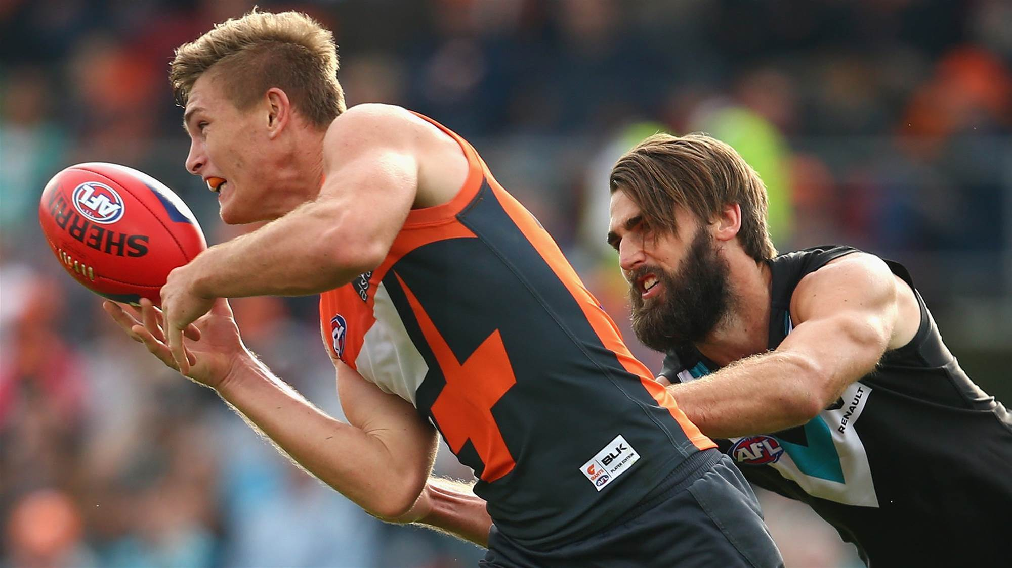 Giants young gun re-signs