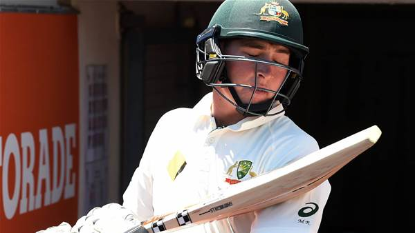 "Renshaw runs from field with ""Delhi Belly"""