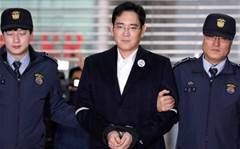 Samsung boss charged with bribery