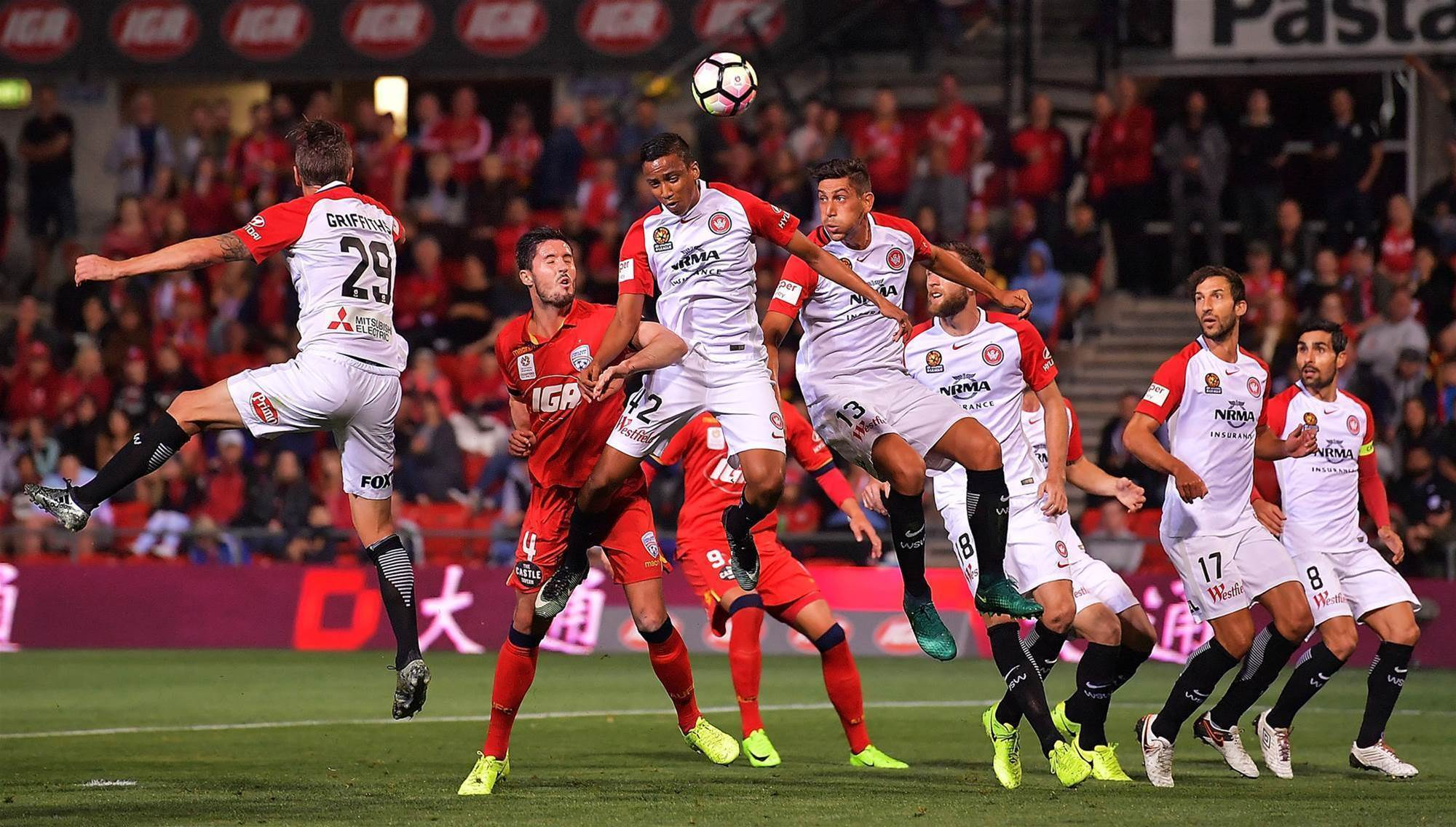 Wanderers reel in Reds to draw