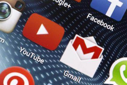 Google stops scanning email in bid to win corporate customers