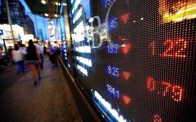 US tech giants' share prices swing wildly