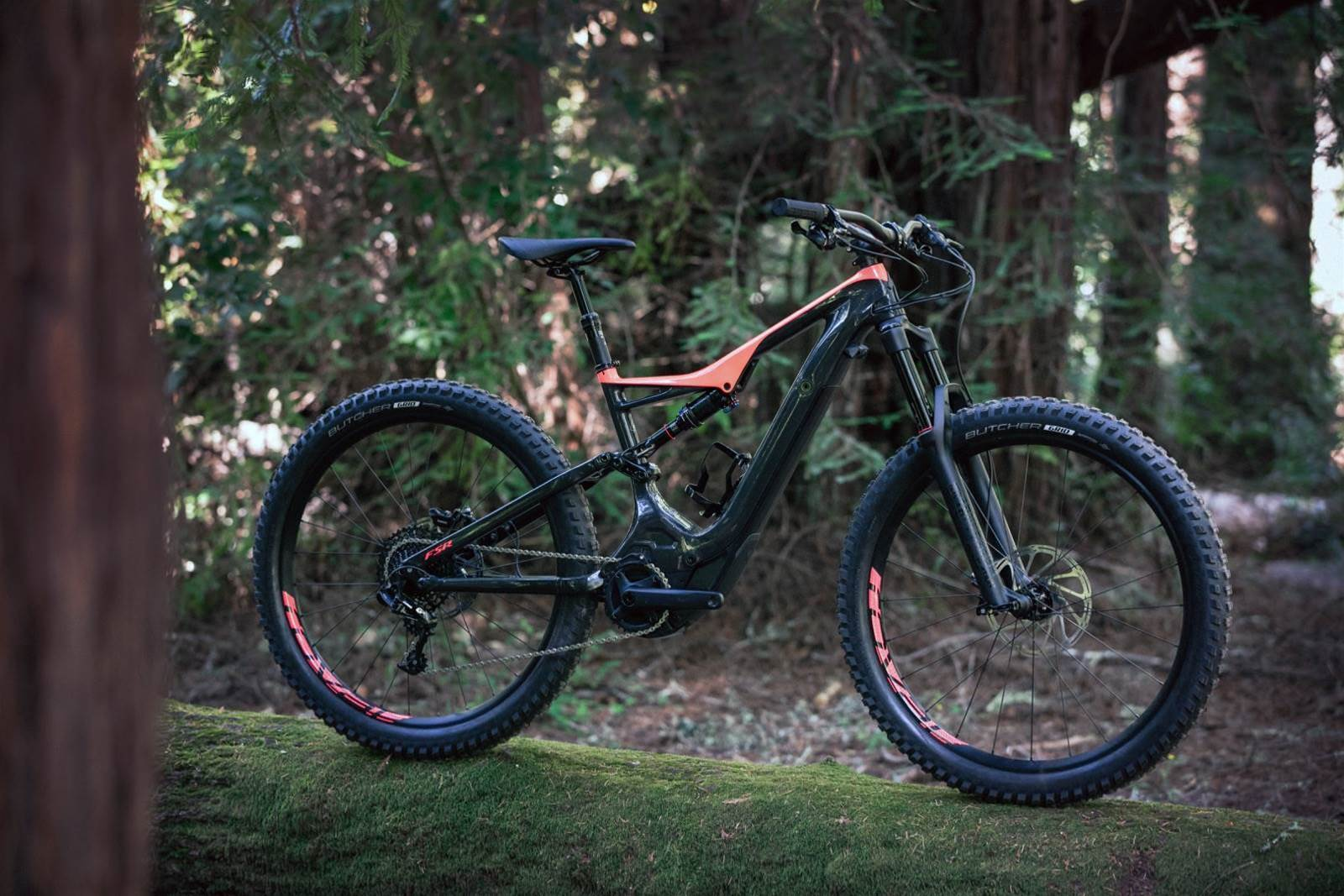 Specialized release the 2018 Turbo Levo Carbon FSR