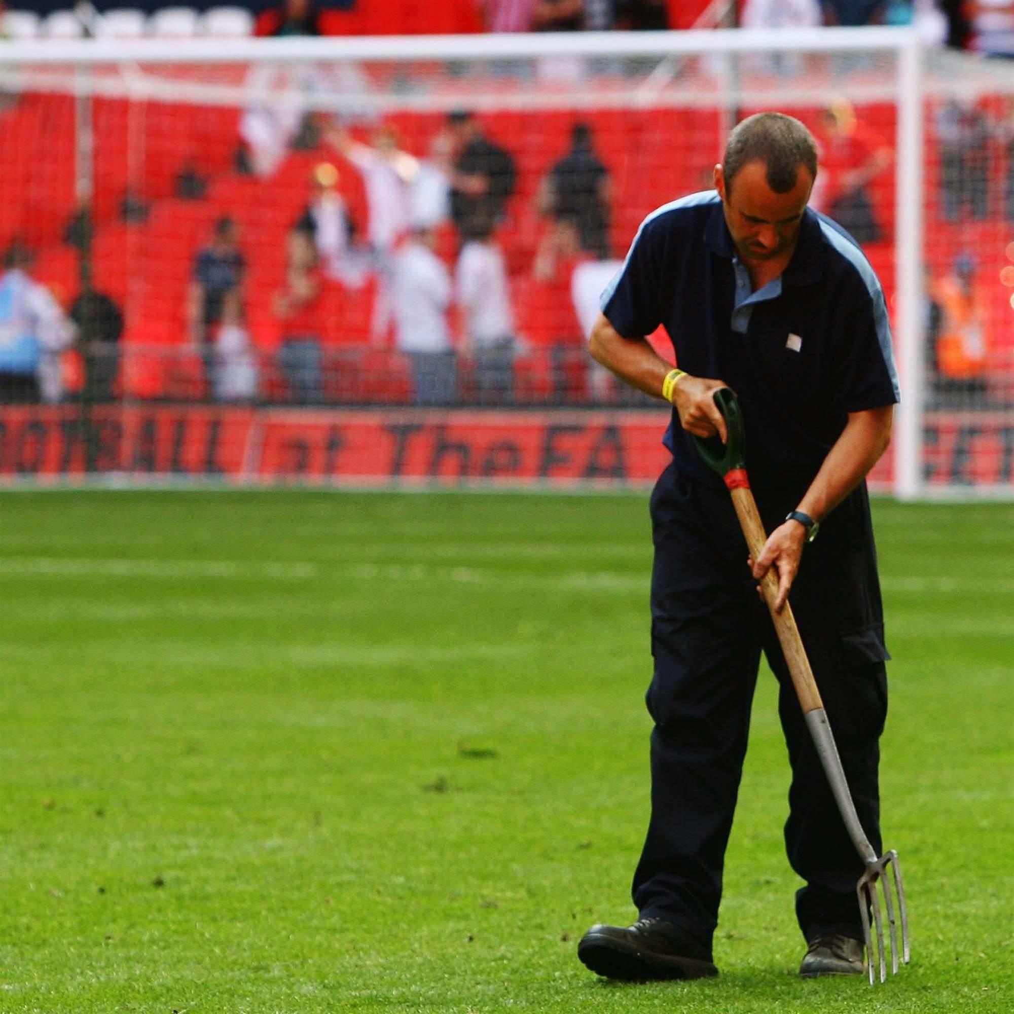 Wenger Slams Wembley Turf