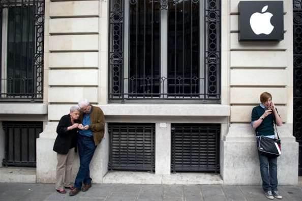Paris Apple Store upsets partner