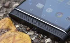 BlackBerry unveils cheaper Android device