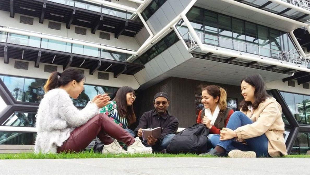 Monash Uni looks to Google, AWS in 'cloud-only' pledge