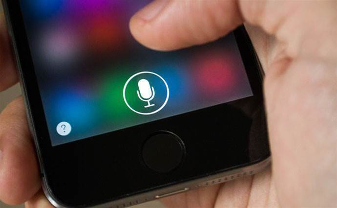 Apple shifts Siri under operating system boss
