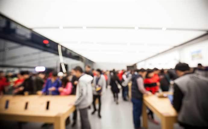Police investigate Apple Store break-in