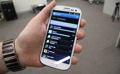 How long does the Samsung Galaxy S III battery last?