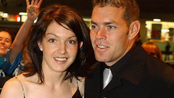 Hundreds gather at funeral of Brett Kimmorley's wife