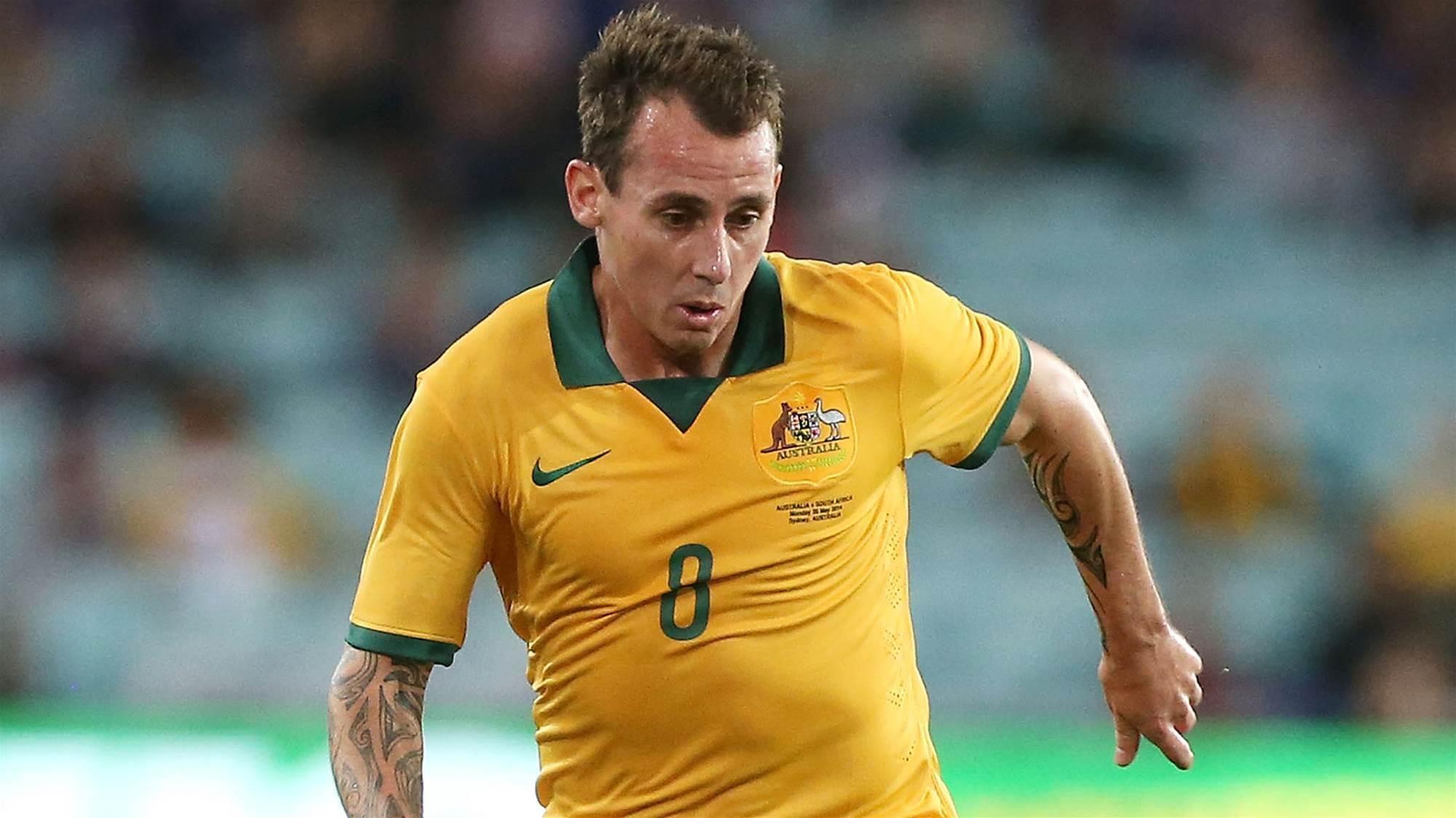Luke Wilkshire joins Sydney FC