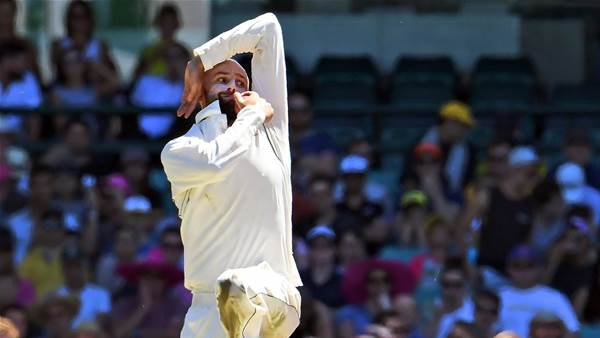 India v Australia Day One: Spinners are winners