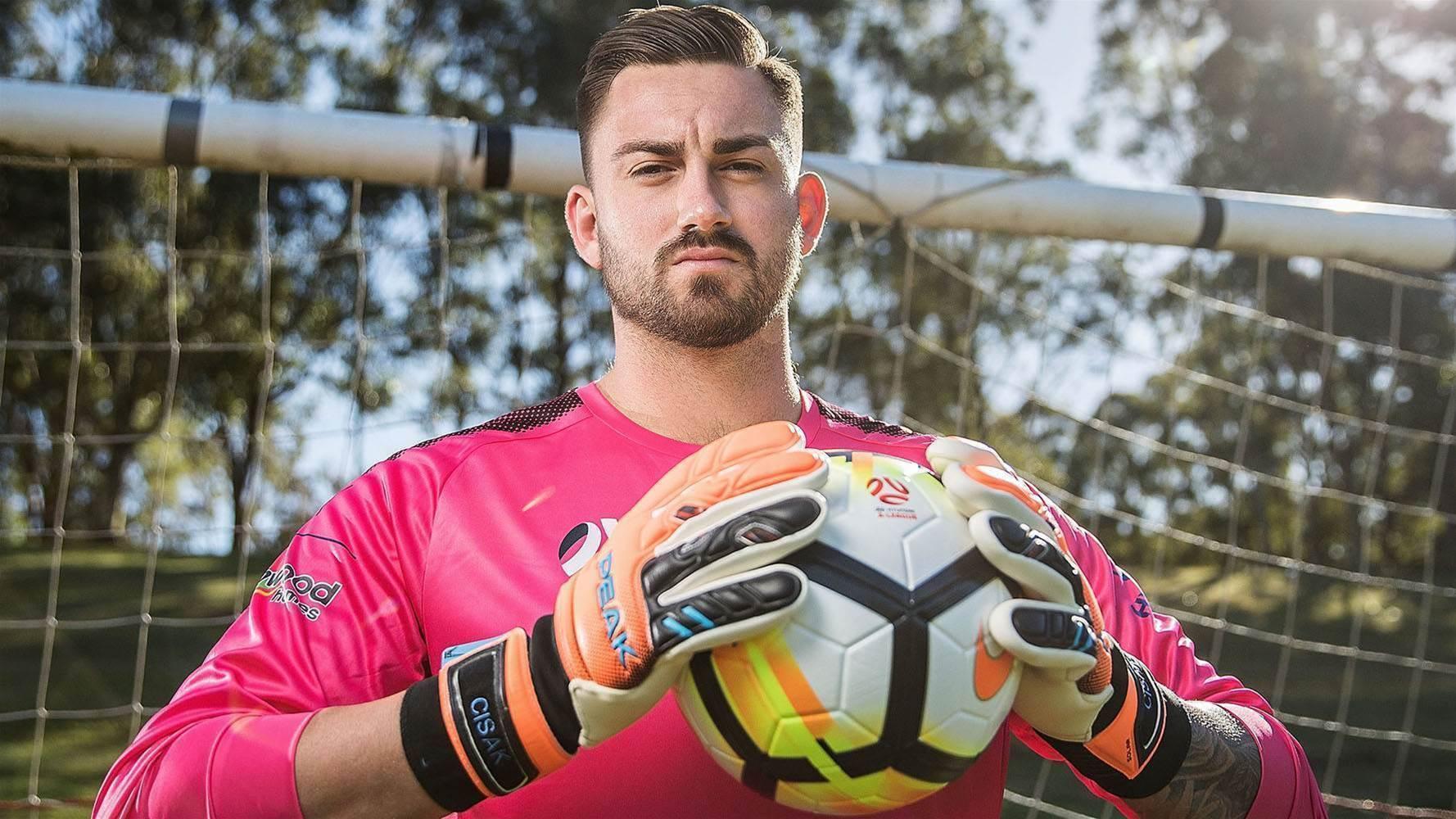 Sydney FC sign goalkeeper Alex Cisak