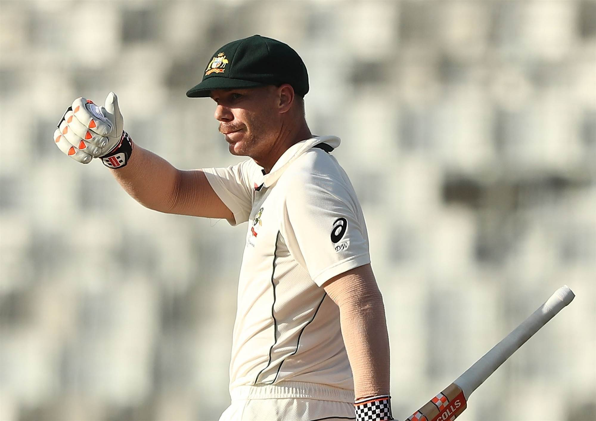 Warner sets up unlikely victory