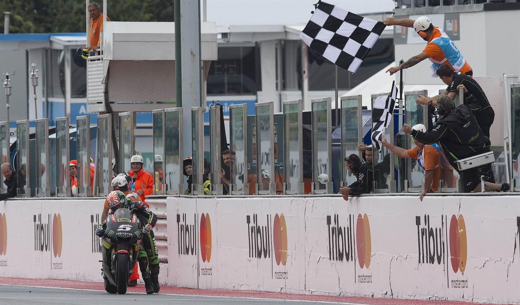 VIDEO: MotoGP rider pushes bike across finish line