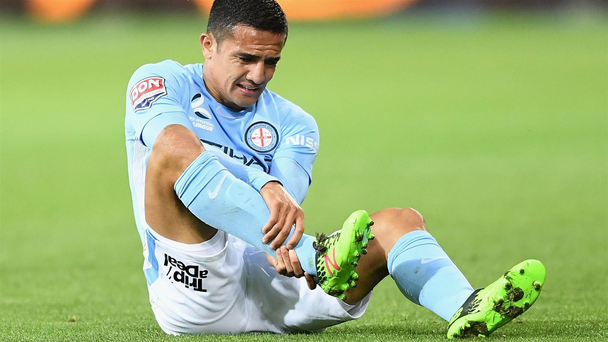 Breaking: Cahill injury scare